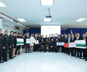 พี่น้องชาวไทยเชื้อสายจีนร่วมบริจาคกว่า 1.5 ล้านบาทให้กองทัพไทยส่งไปช่วยชาวใต้ถูกน้ำท่วม