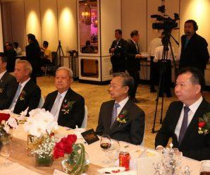 ดร.อมร-คุณพวงเพชร ร่วมบริจาคเงิน 1 แสนให้มูลนิธิเพื่อสัมพันธภาพไทยจีน